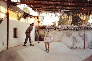 skateboard para los niños refugiados en en Grecia